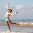 saut, femme, plage